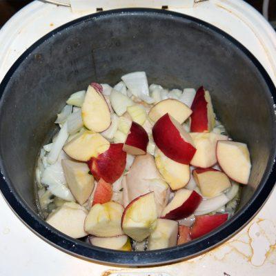 Фото рецепта - Курица с яблоками - шаг 3