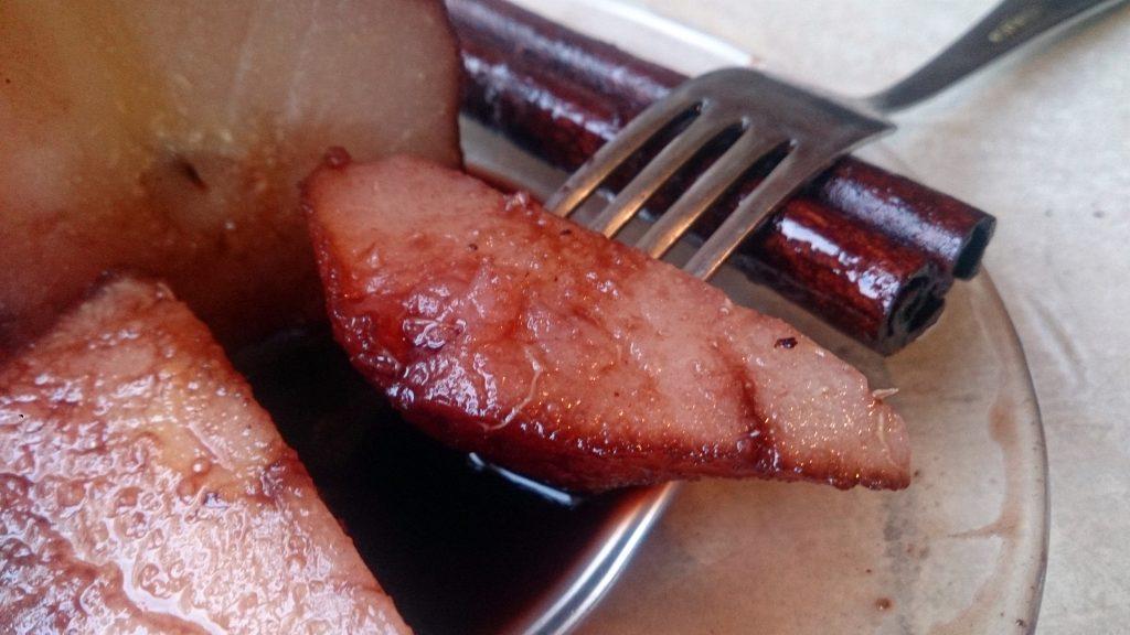 Фото рецепта - Ароматная груша в винном соусе - шаг 8