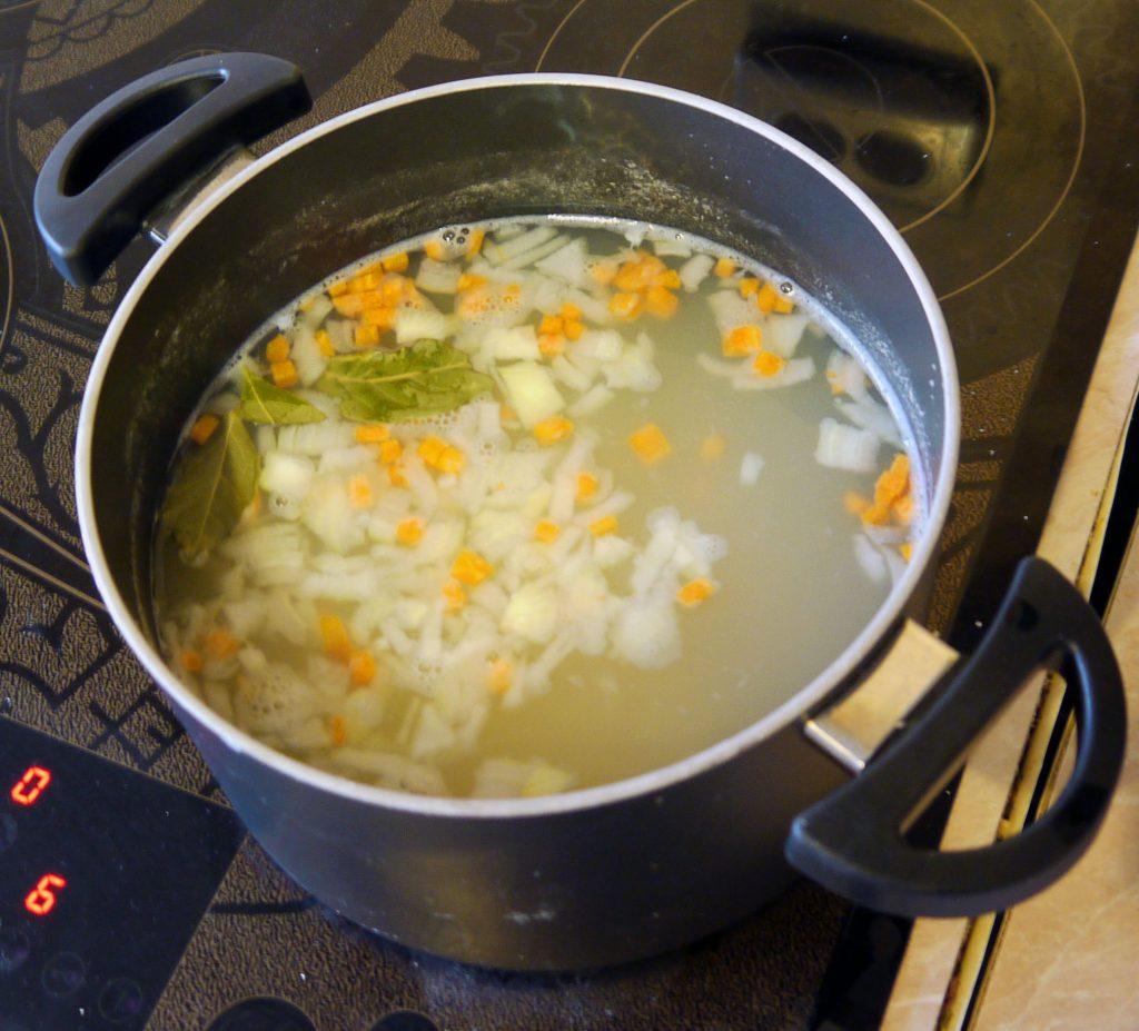 Фото рецепта - Сливочный суп с треской - шаг 4