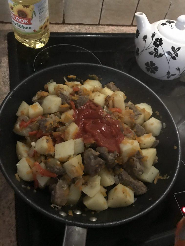 Фото рецепта - Жаркое по-домашнему из говядины - шаг 4