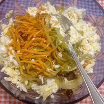 Фото рецепта - Печеночный салат с соленым огурцом - шаг 7