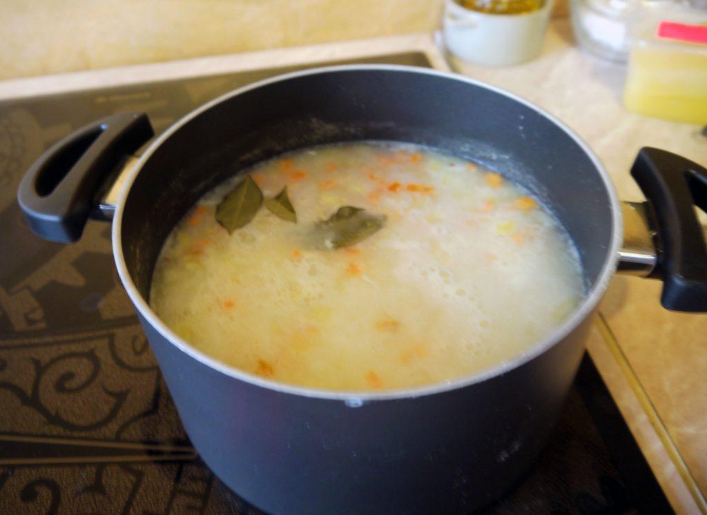 Фото рецепта - Сливочный суп с треской - шаг 7