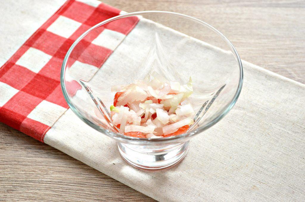 Фото рецепта - Слоеный салат с семгой - шаг 2