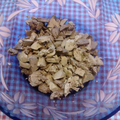 Фото рецепта - Печеночный салат с соленым огурцом - шаг 2