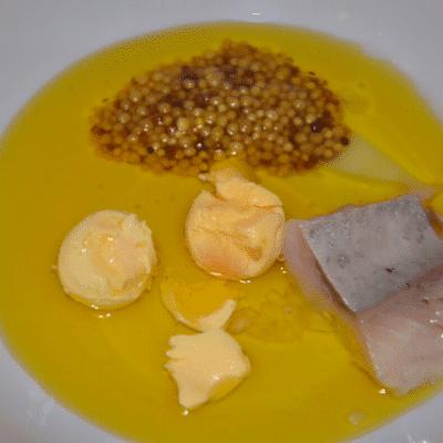 Фото рецепта - Салат с куриной грудкой «Цезарь» по-новому - шаг 3