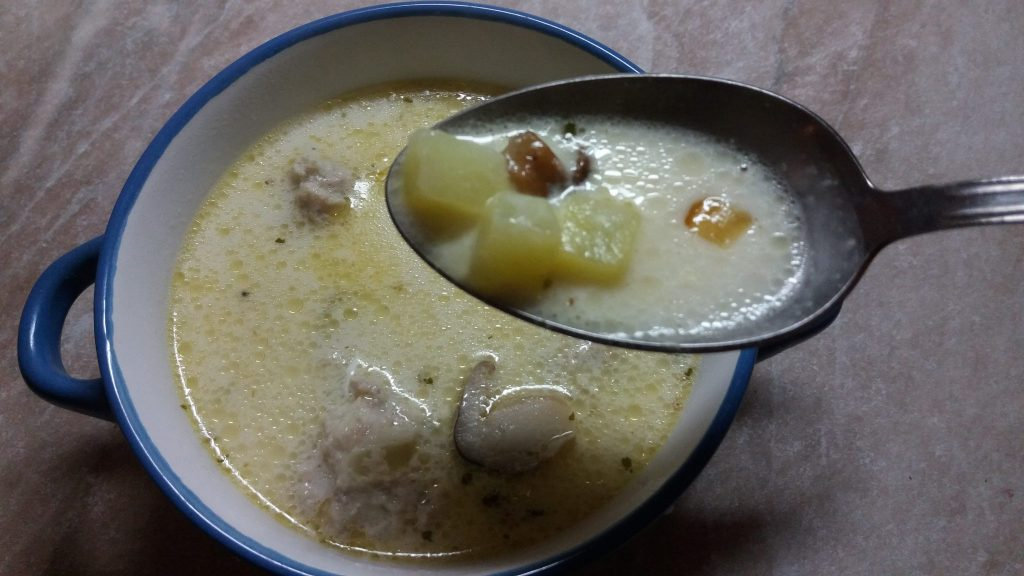 Фото рецепта - Сырный суп с фрикадельками из индейки - шаг 6