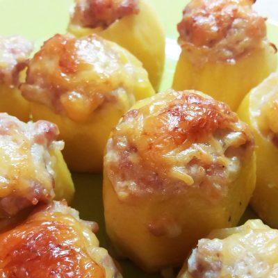 Картофель, фаршированный индейкой - рецепт с фото