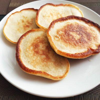 Яблочные оладьи на молоке - рецепт с фото