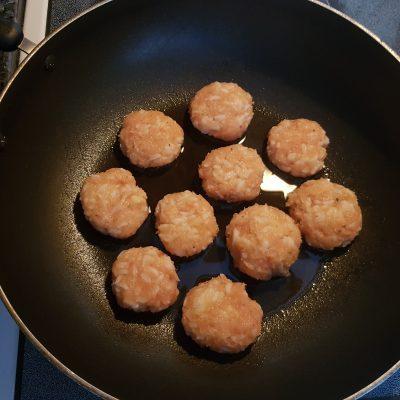 Фото рецепта - Тефтели куриные с рисом - шаг 4