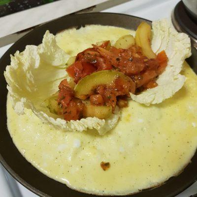 Фото рецепта - Омлет-рулет с овощами - шаг 4