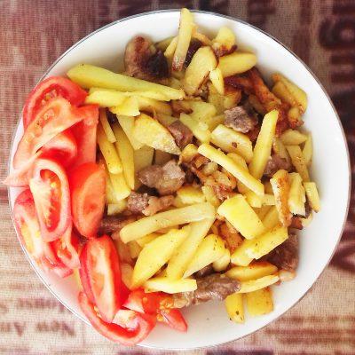 Картофель жареный с мясом - рецепт с фото