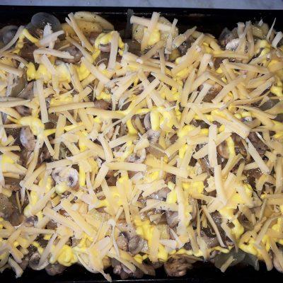 Фото рецепта - Картофельная запеканка с грибами - шаг 5