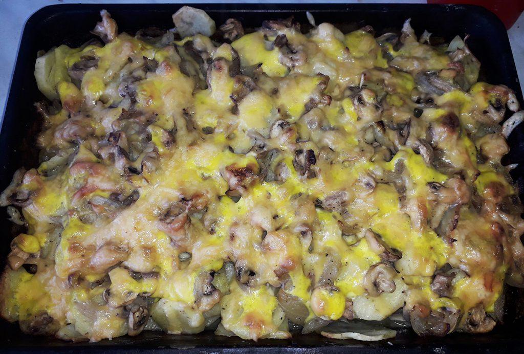 Фото рецепта - Картофельная запеканка с грибами - шаг 6