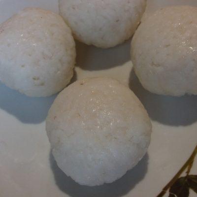 Фото рецепта - Рисовые шарики в сырной корочке - шаг 2