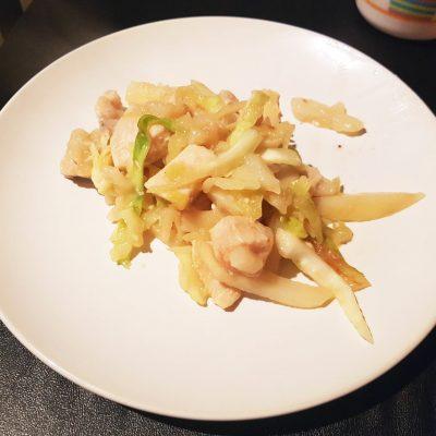 Фото рецепта - Курица, тушеная с овощами - шаг 4