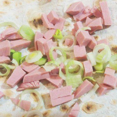 Фото рецепта - Закуска в лаваше с сыром и колбасой - шаг 1