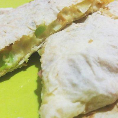 Фото рецепта - Закуска в лаваше с сыром и колбасой - шаг 4