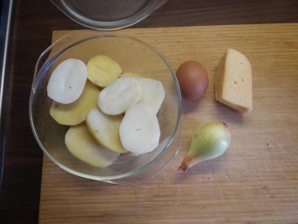 Фото рецепта - Картофель отварной на сковороде - шаг 1