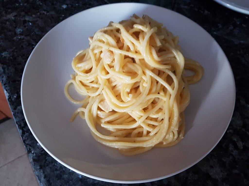 Фото рецепта - Спагетти с курицей в сливочном соусе - шаг 7