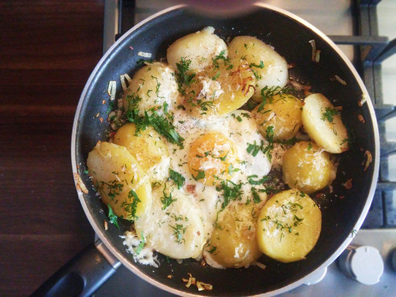 Картофель отварной на сковороде