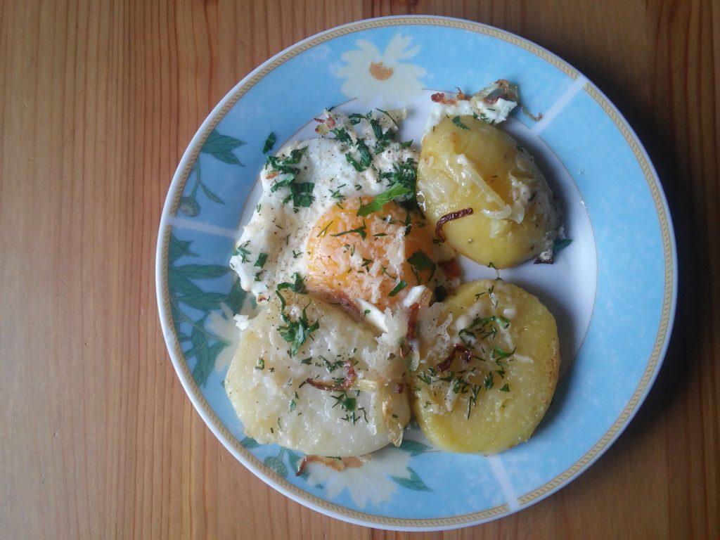 Фото рецепта - Картофель отварной на сковороде - шаг 5