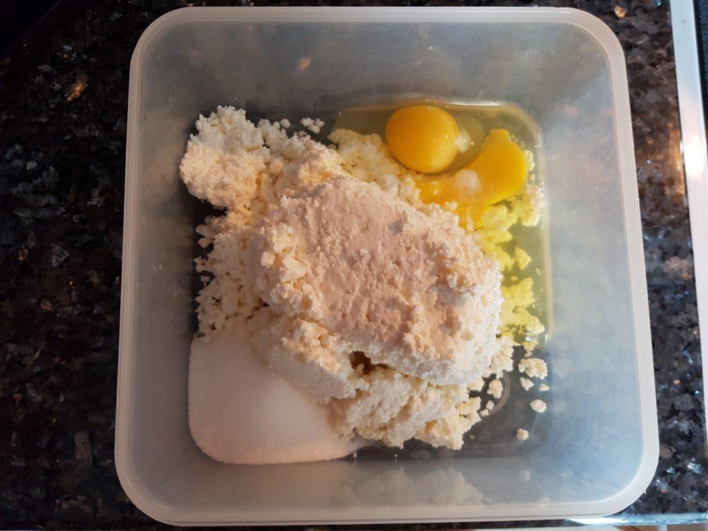 Фото рецепта - Творожная запеканка в духовке - шаг 1