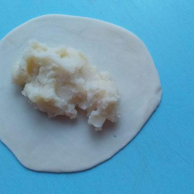 Фото рецепта - Жареные пирожки с картошкой по-казахски - шаг 3
