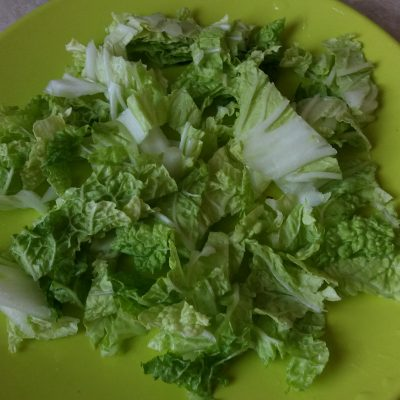 Фото рецепта - Салат из курицы с виноградом и грецким орехом - шаг 3