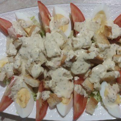 Фото рецепта - Простой салат Цезарь с курицей - шаг 4