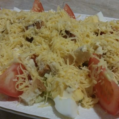 Фото рецепта - Простой салат Цезарь с курицей - шаг 5
