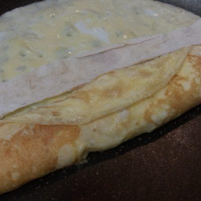 Фото рецепта - Яичный рулет с сыром - шаг 4