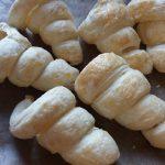 Фото рецепта - Забавная закуска – морковки из слоеного теста с грибным салатом - шаг 5