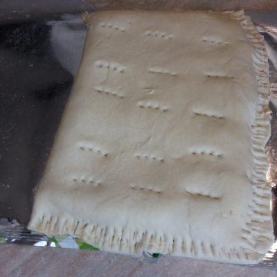 Фото рецепта - Мясной пирог из слоеного теста с фаршем индейки - шаг 4