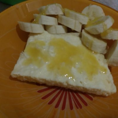 Фото рецепта - Нежная омлет-запеканка из творога на сковороде - шаг 4
