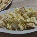 Фото рецепта - Салат из пекинской капусты с яичным блином и сухариками - шаг 5