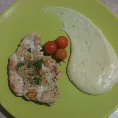 Фото рецепта - Отбивная куриная грудка, жаренная на сковороде - шаг 3