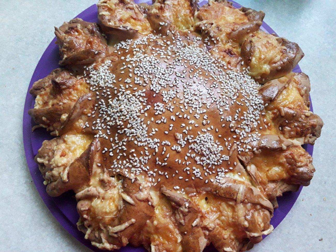 Мясной пирог с сыром и фаршем