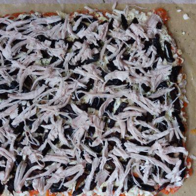 Фото рецепта - Салат-рулет с куриной грудкой и черносливом - шаг 4