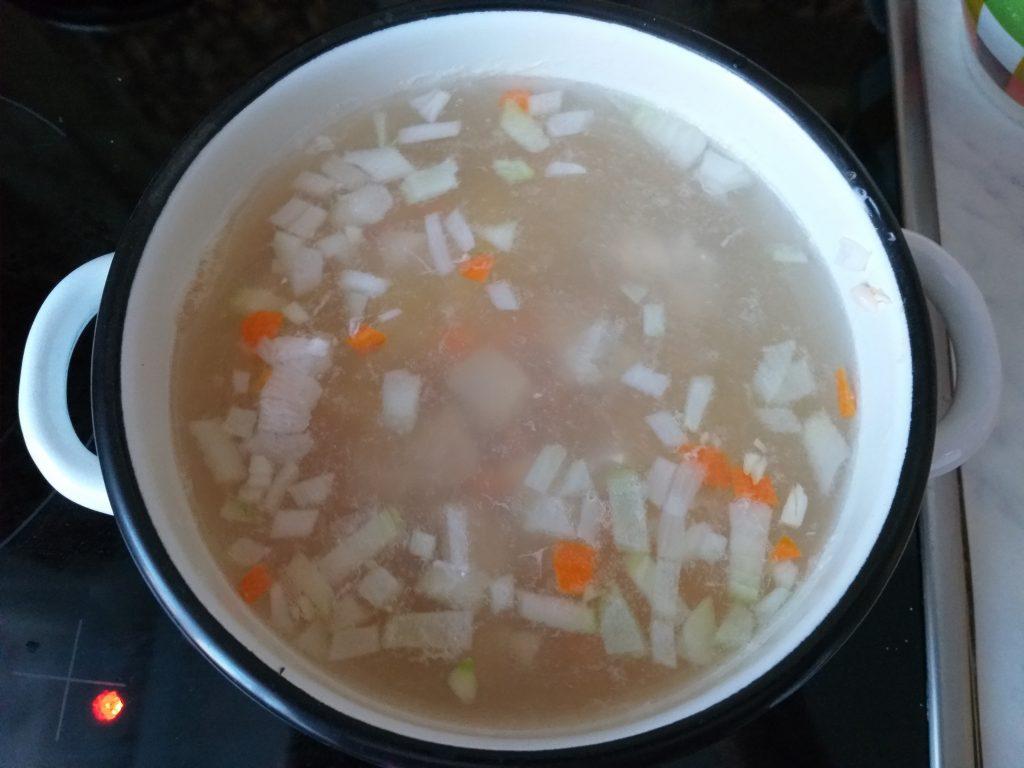 Фото рецепта - Чечевичный суп-пюре с курицей - шаг 3