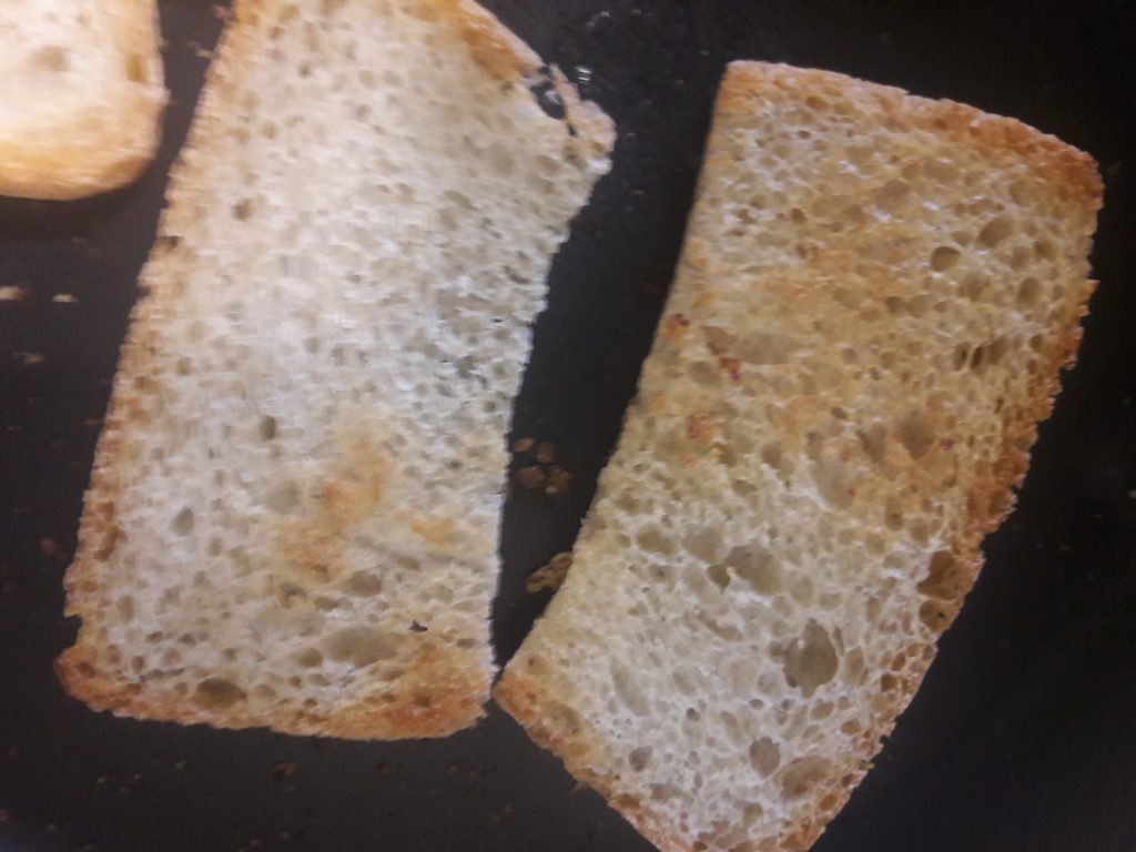 Фото рецепта - Французский луковый суп - шаг 7
