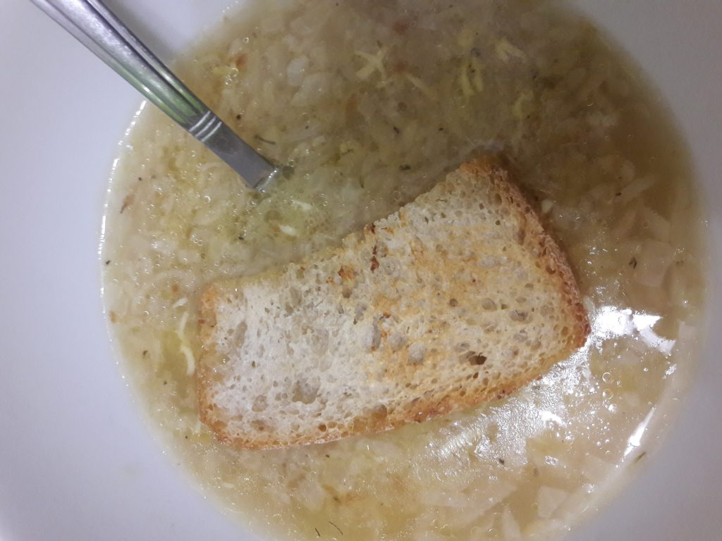 Фото рецепта - Французский луковый суп - шаг 8