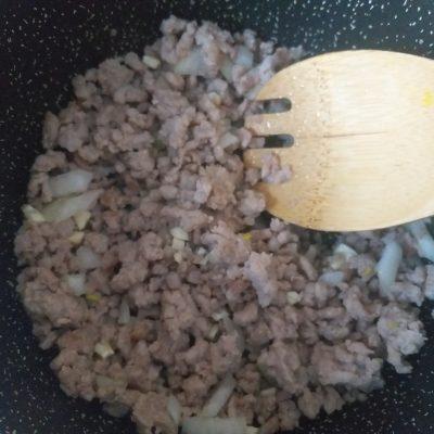 Фото рецепта - Овощное рагу с баклажанами и свиным фаршем - шаг 3