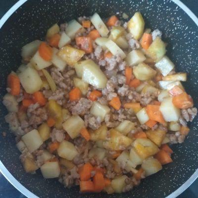 Фото рецепта - Овощное рагу с баклажанами и свиным фаршем - шаг 4