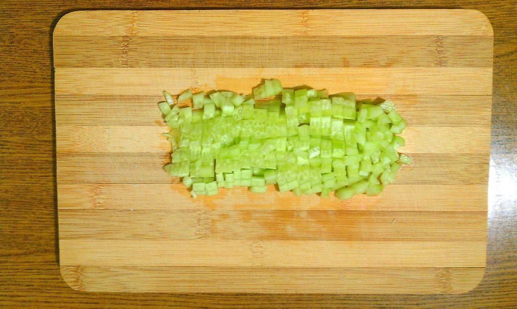 """Фото рецепта - Крабовый салат """"Прикопченый"""" с кукурузой - шаг 3"""