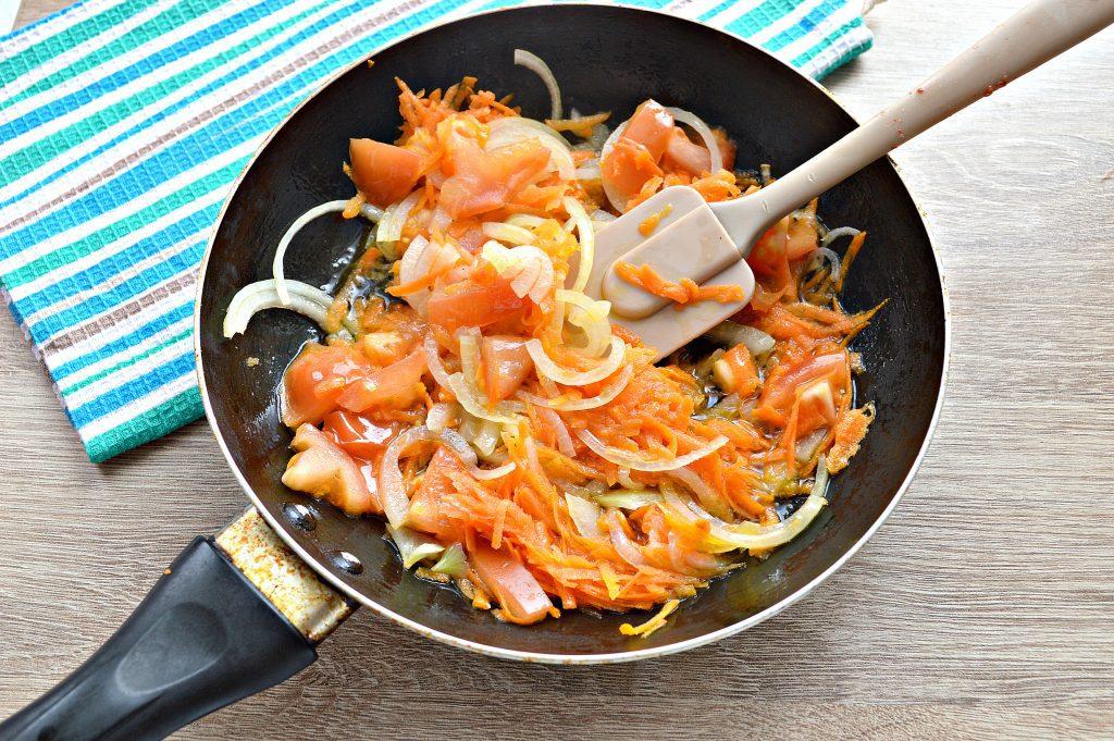 Фото рецепта - Горбуша под овощным маринадом на сковороде - шаг 3