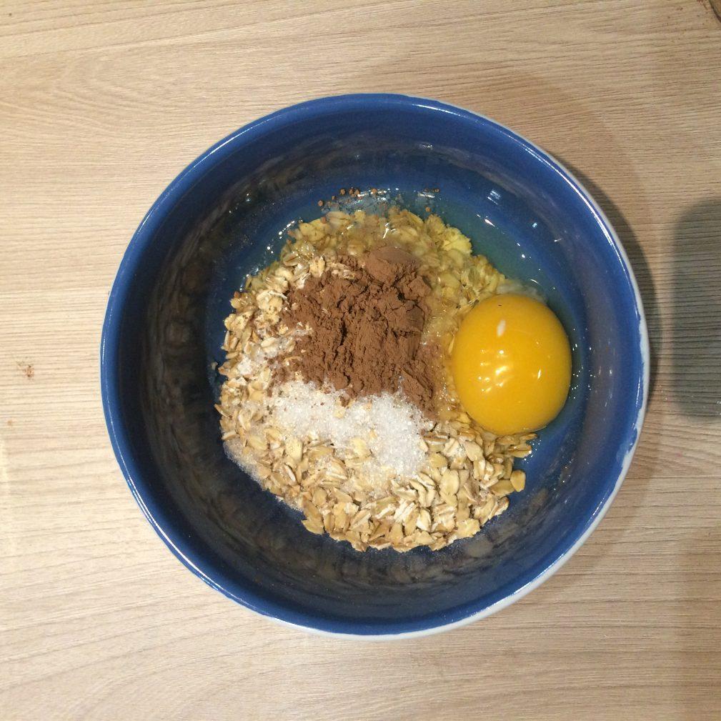 Фото рецепта - Овсяноблин с начинкой из творога и банана - шаг 1