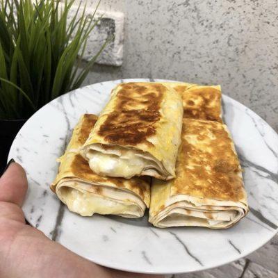 Ленивый хачапури из лаваша с творогом и сыром - рецепт с фото