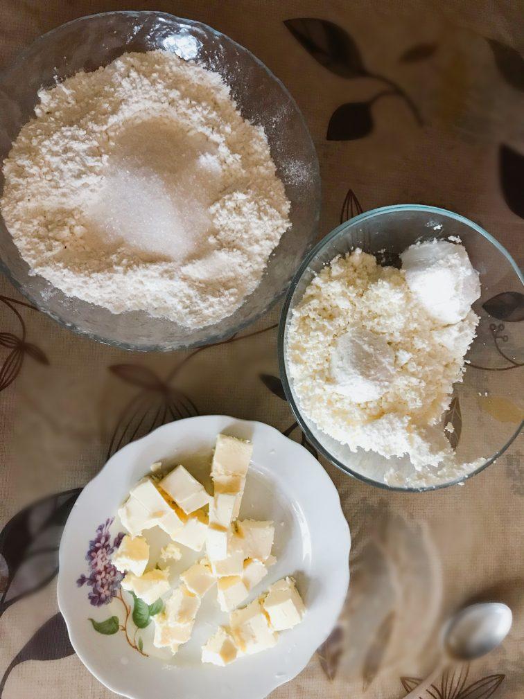 Фото рецепта - Открытый пирог с творогом - шаг 1