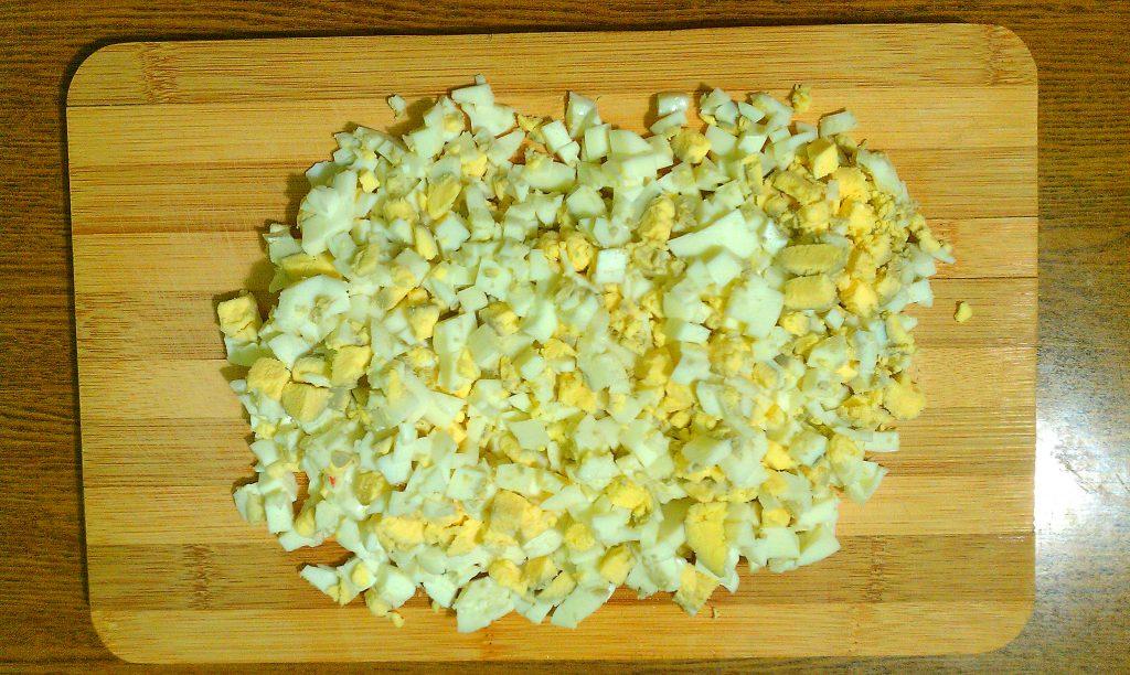 """Фото рецепта - Крабовый салат """"Прикопченый"""" с кукурузой - шаг 4"""