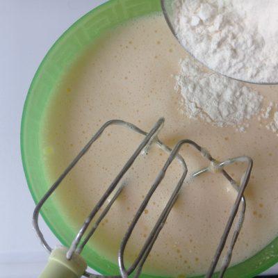 Фото рецепта - Шарлотка с яблоками - шаг 2